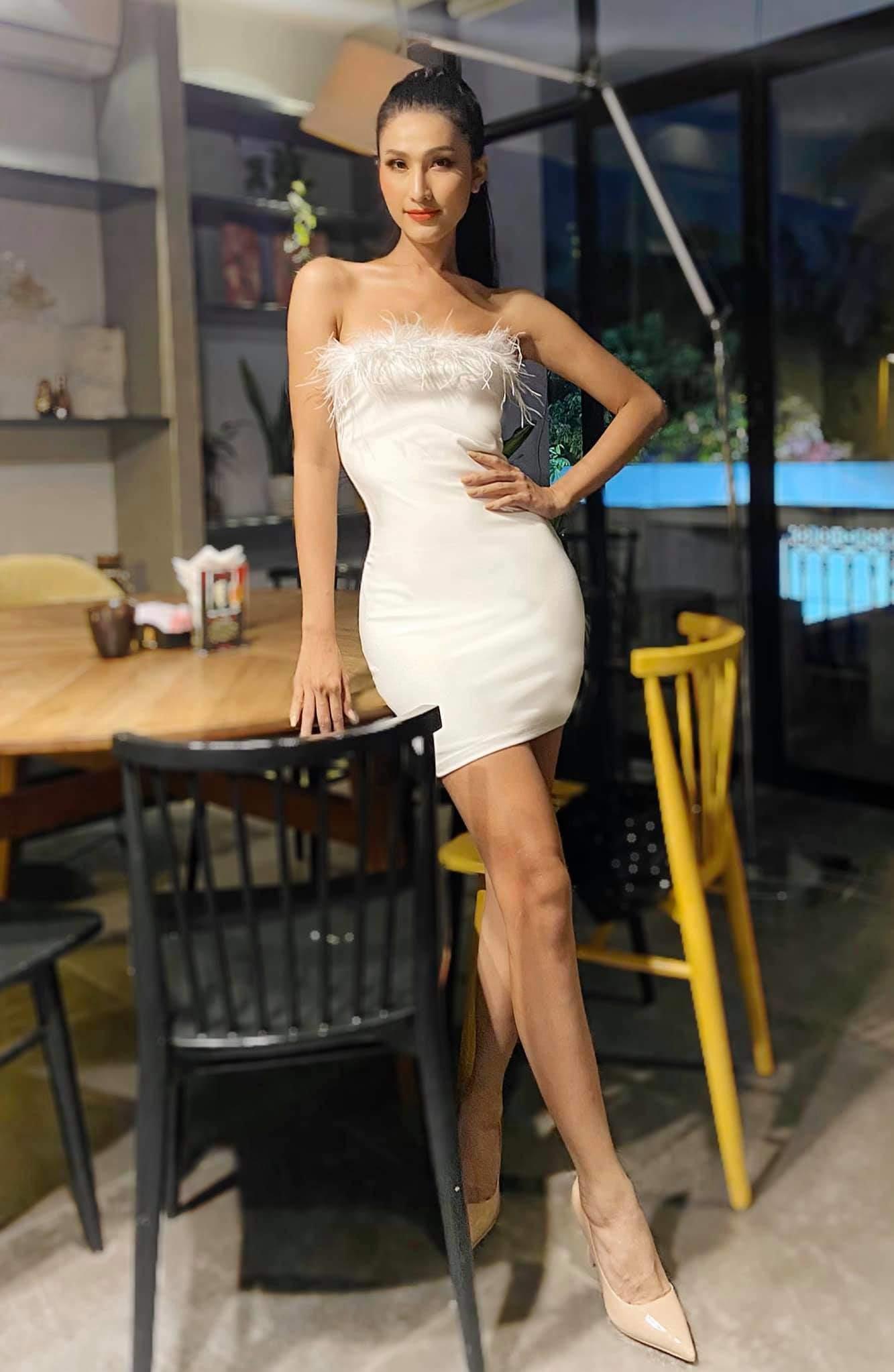 Từng bị chỉ trích vì mặc váy khoe cặp tuyết lê phản cảm, Hoa hậu 9X giờ hở tinh tế - 11