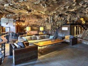 Chui vào hang làm nhà, tưởng hoang sơ ai ngờ đẹp như khách sạn 5 sao