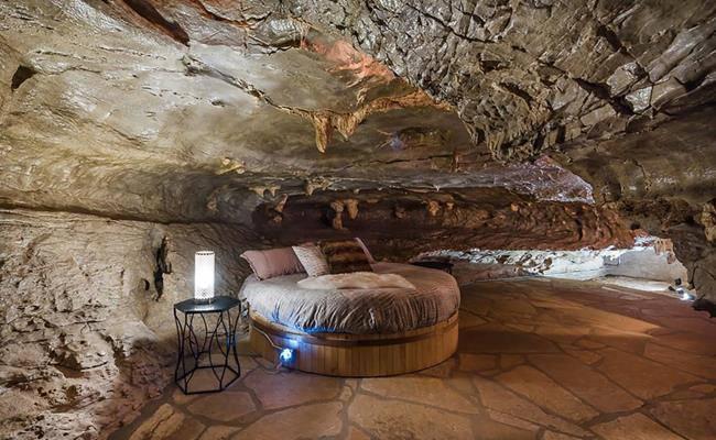 Chui vào hang làm nhà, tưởng hoang sơ ai ngờ đẹp như khách sạn 5 sao - 3