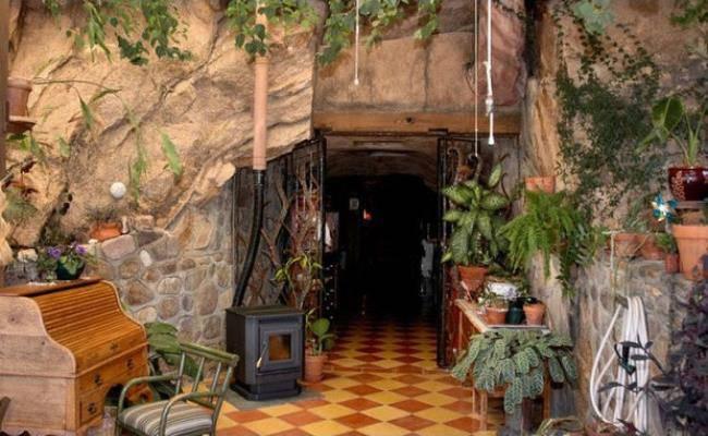 Chui vào hang làm nhà, tưởng hoang sơ ai ngờ đẹp như khách sạn 5 sao - 7