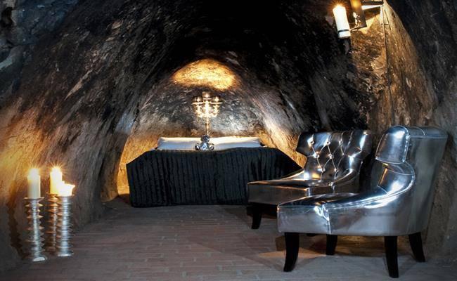 Chui vào hang làm nhà, tưởng hoang sơ ai ngờ đẹp như khách sạn 5 sao - 11