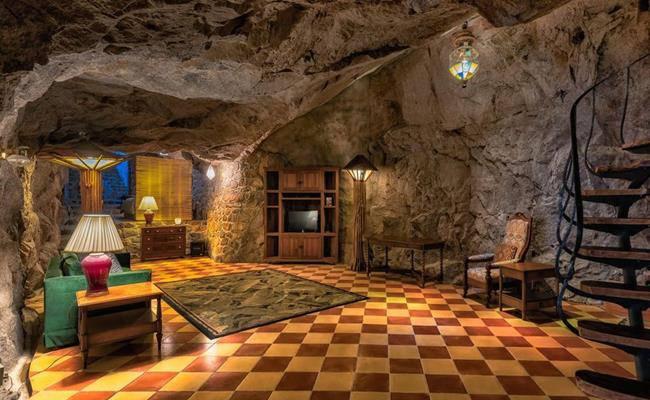 Chui vào hang làm nhà, tưởng hoang sơ ai ngờ đẹp như khách sạn 5 sao - 18