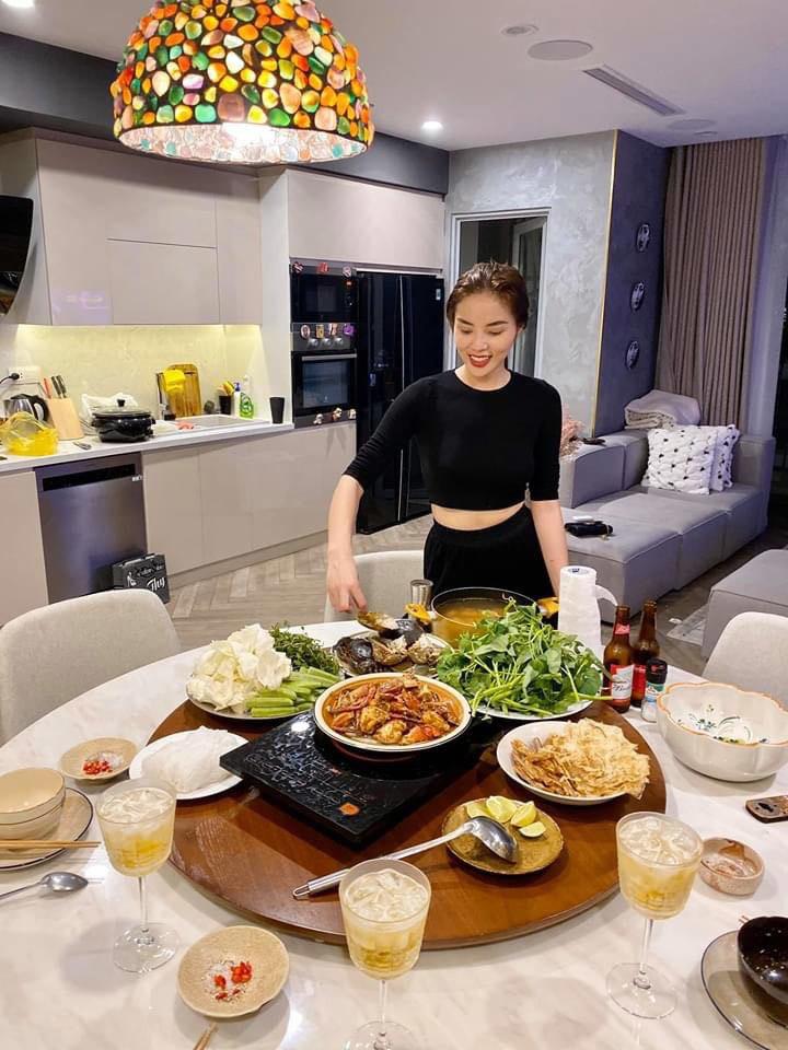 """Hoa hậu Kỳ Duyên trổ tài nấu món tủ """"ngon nhất Vịnh Bắc Bộ"""", bí quyết thơm ngon mềm xốp - 5"""