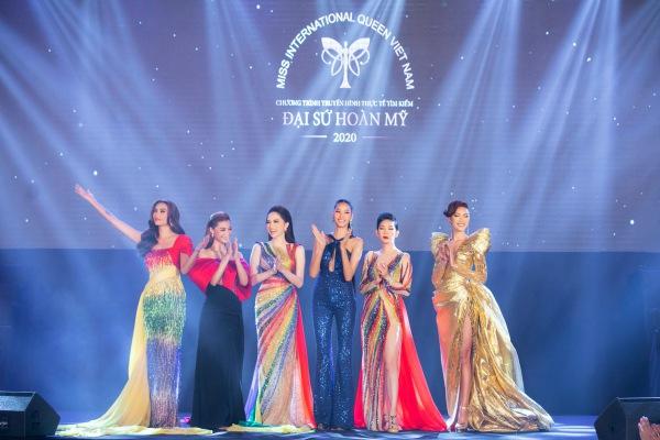 Hương Giang, Võ Hoàng Yến và Xuân Lan trở thành nữ hoàng với váy cầu vồng - 3