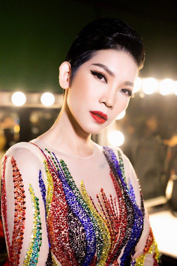 Hương Giang, Võ Hoàng Yến và Xuân Lan trở thành nữ hoàng với váy cầu vồng - 5