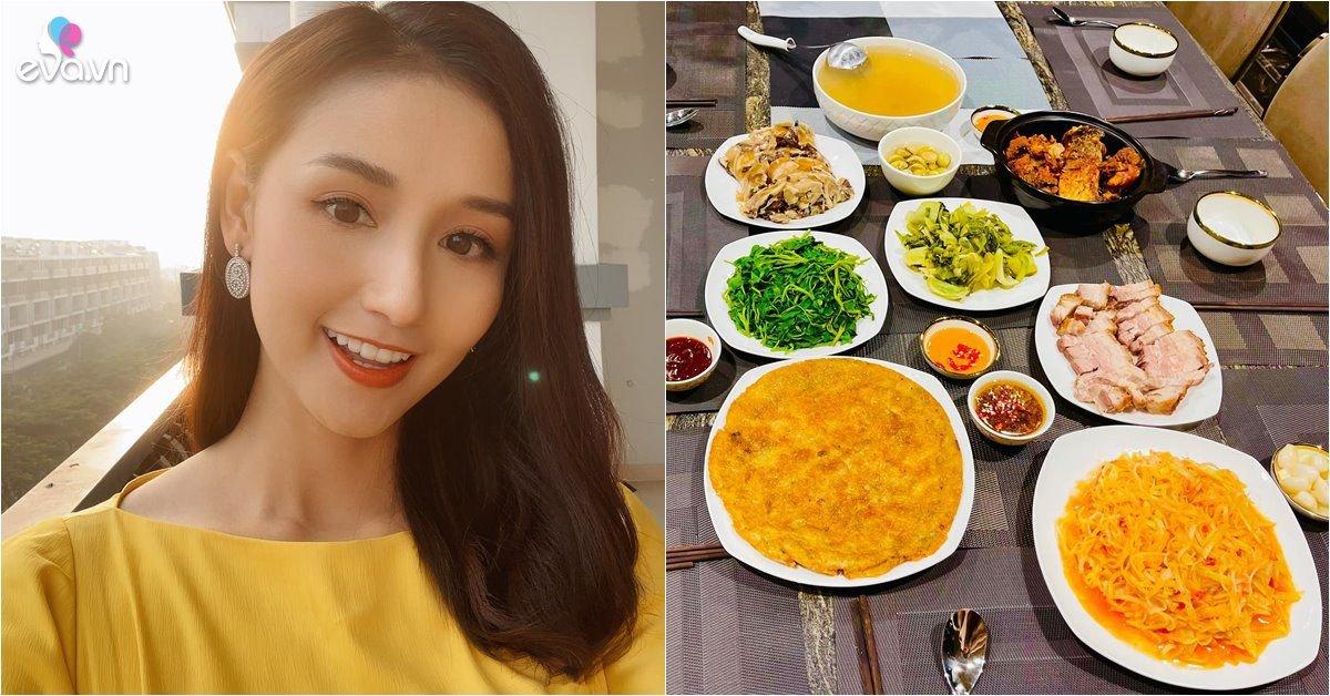 Nữ diễn viên nhà 60 tỷ ăn Tết sớm, sao Táo Quân nhìn mâm cơm mà thèm, nhớ tuổi thơ