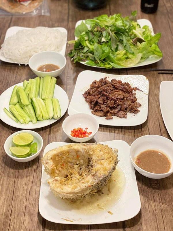 Quanh năm nấu ăn cho vợ trẻ, Tết này nhạc sĩ Dương Khắc Linh lại muốn amp;#34;gác đũaamp;#34; nghỉ ngơi - 15