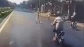 Cố tình tạt đầu ôtô, người đàn ông gặp ngay CSGT và cái kết đắng