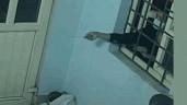 Trộm dùng móc sắt mở cửa trạm gác, cuỗm 2 điện thoại trong đêm