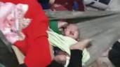 Công an phá cửa giải cứu 2 bé sinh đôi bị mẹ gào thét, đạp tới tấp vào người