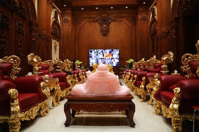 Gia sản khổng lồ của đại gia Việt sở hữu lâu đài dát vàng vừa xôn xao mạng xã hội - 8