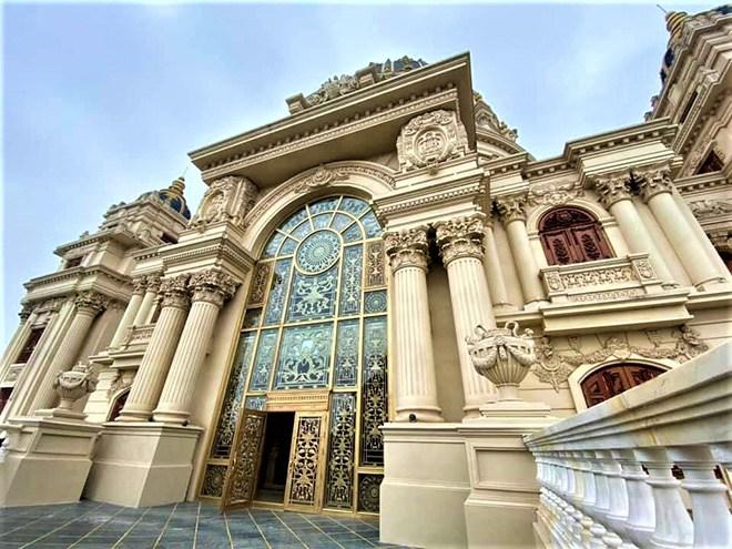 Gia sản khổng lồ của đại gia Việt sở hữu lâu đài dát vàng vừa xôn xao mạng xã hội - 4