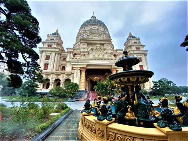 Gia sản khổng lồ của đại gia Việt sở hữu lâu đài dát vàng vừa xôn xao mạng xã hội - 6