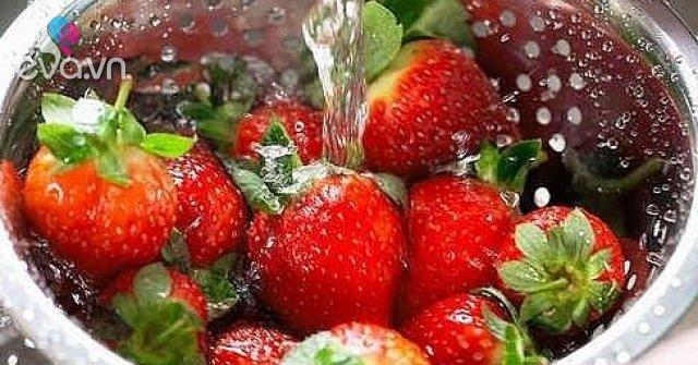 Rửa dâu tây đừng chỉ dùng nước, thêm 2 nguyên liệu nữa vừa sạch lại an toàn