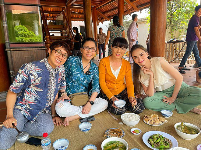 Hoa hậu xinh đẹp mê mẩn món ăn này của Hoài Linh, danh hài nấu sành không cần nếm - 6