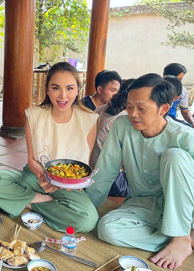 Hoa hậu xinh đẹp mê mẩn món ăn này của Hoài Linh, danh hài nấu sành không cần nếm - 5