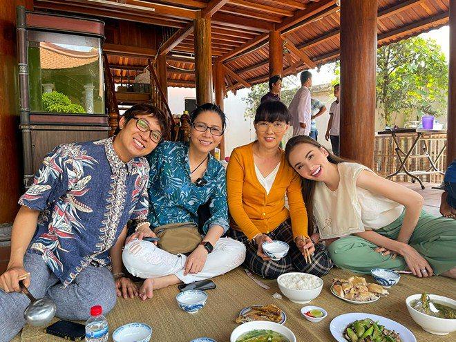 Hoa hậu xinh đẹp mê mẩn món ăn này của Hoài Linh, danh hài nấu sành không cần nếm - 7