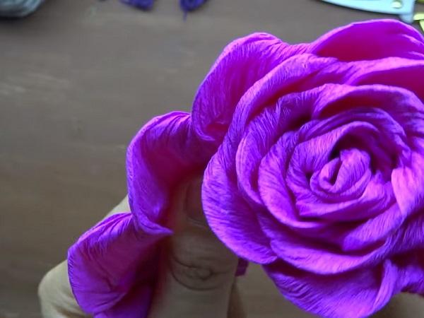 Cách làm hoa giấy đẹp đơn giản để trang trí - 6