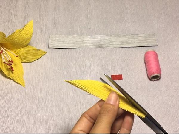 Cách làm hoa giấy đẹp đơn giản để trang trí - 9