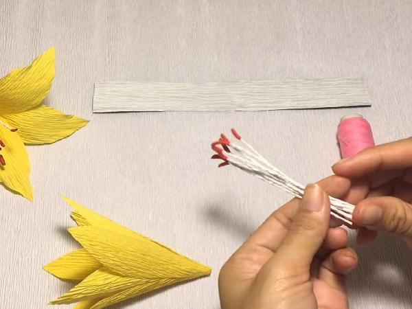 Cách làm hoa giấy đẹp đơn giản để trang trí - 11