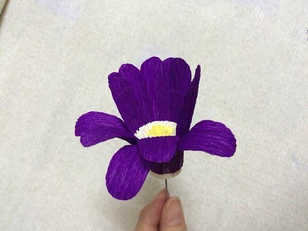 Cách làm hoa giấy đẹp đơn giản để trang trí - 16