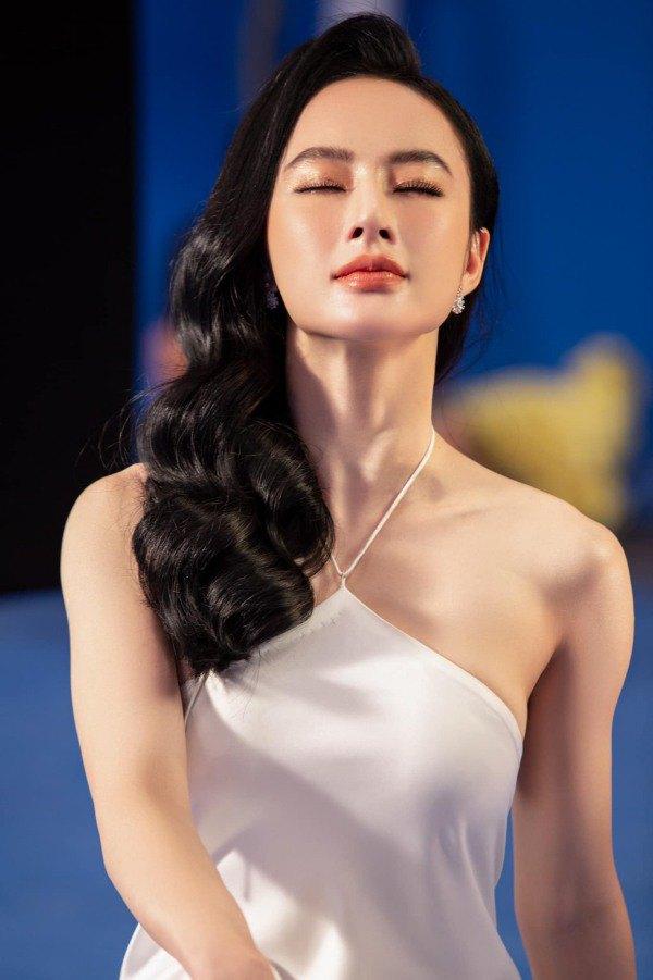 Angela Phương Trinh diện váy đỏ rực mừng tuổi mới, chẳng hở hang mà xinh xuất sắc - 4