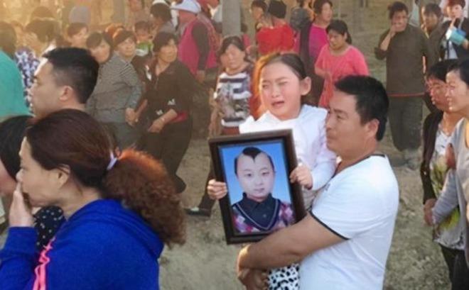 amp;#34;Búp bê ảnh Tếtamp;#34; Đặng Minh Hạ: Cỗ máy kiếm tiền của mẹ, 8 tuổi qua đời trong xót xa - 17