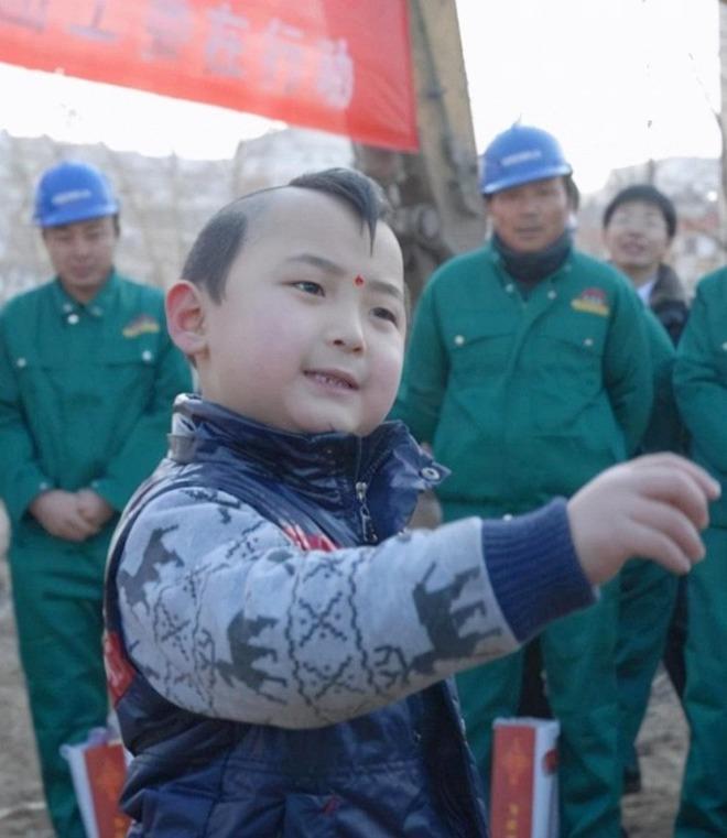 amp;#34;Búp bê ảnh Tếtamp;#34; Đặng Minh Hạ: Cỗ máy kiếm tiền của mẹ, 8 tuổi qua đời trong xót xa - 4