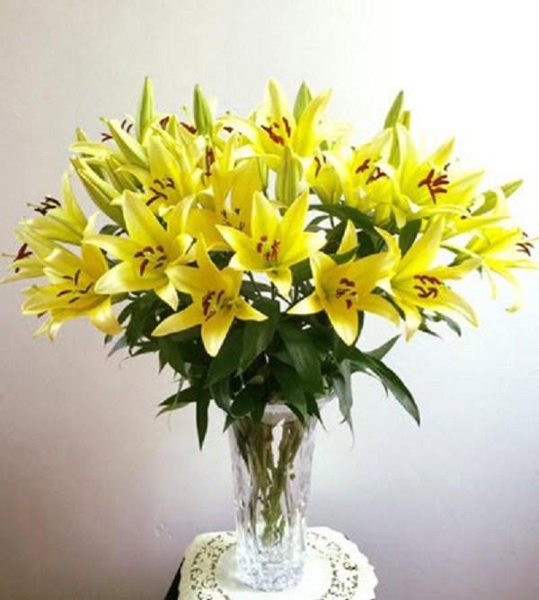 Ngày Tết có nên cắm hoa ly trên bàn thờ và đây là lời khuyên hữu ích