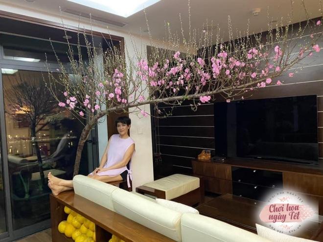 """Chỉ một dây thép, mẹ Hà Nội tiết lộ cách dựng cành đào Tết to cỡ nào cũng """"cân tất"""" - 12"""