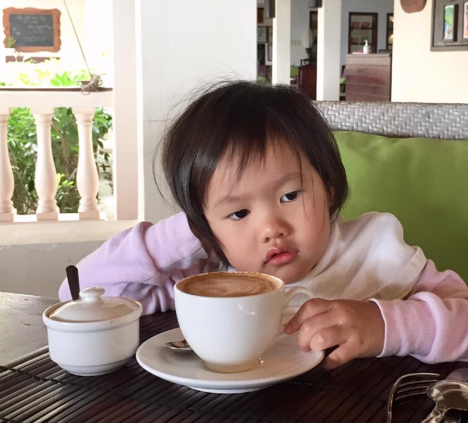 Muốn gần Phan Như Thảo nhưng con bám, đại gia Đức An than: Trai trẻ còn khoẻ...không làm gì được - 1