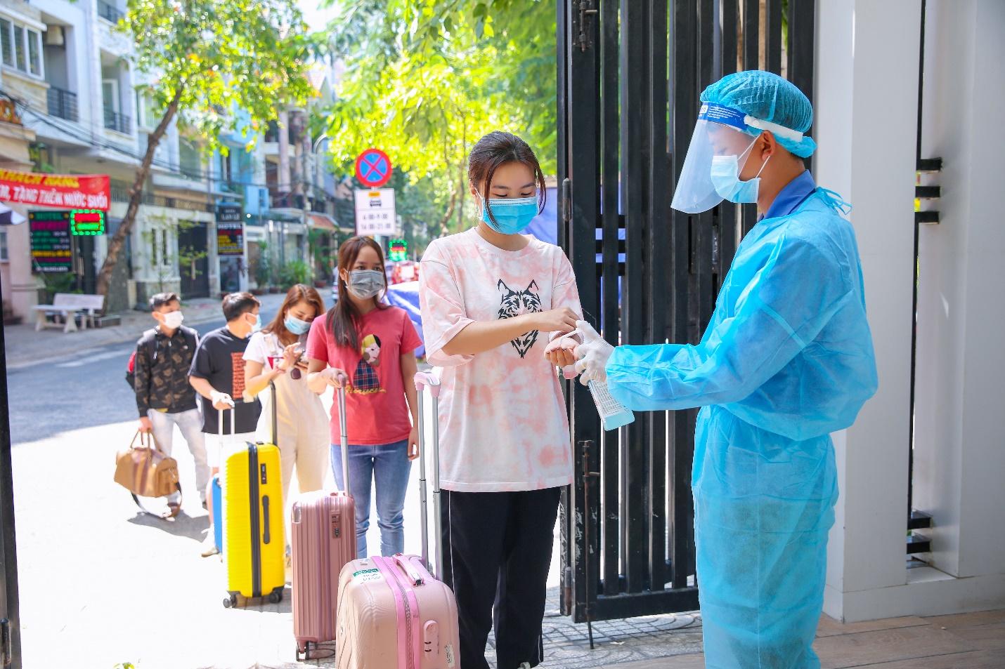 Thẩm mỹ viện Ngọc Dung tự chủ động cách ly tập trung nhân viên sau nghỉ Tết - 4