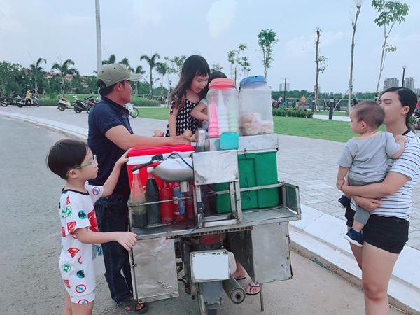 Lý Hải Minh Hà đăng ảnh cho 4 con tập cuốc đất, trồng cây - 8