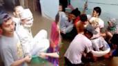 Đám cưới mùa lũ ở Indonesia: Cô dâu chú rể ngồi chậu tắm trẻ em, người thân thi nhau đẩy