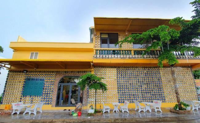Độc đáo căn nhà được phủ kín bởi hàng nghìn món đồ cổ ở Việt Nam - 1