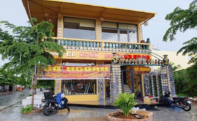 Độc đáo căn nhà được phủ kín bởi hàng nghìn món đồ cổ ở Việt Nam - 3