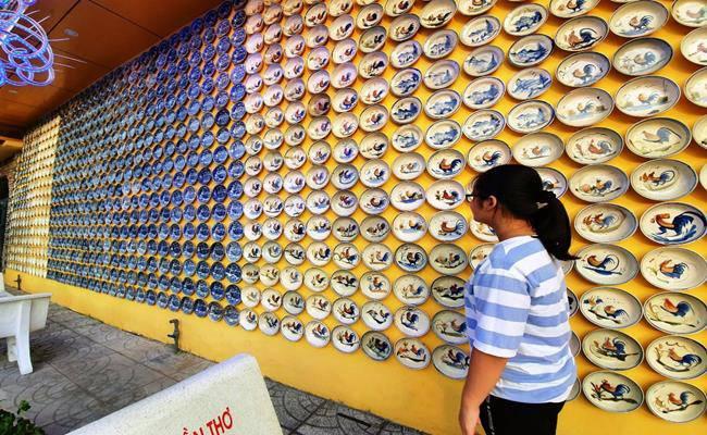 Độc đáo căn nhà được phủ kín bởi hàng nghìn món đồ cổ ở Việt Nam - 4