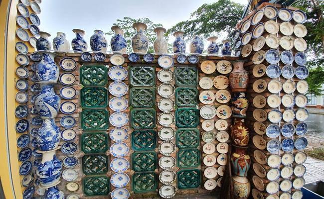 Độc đáo căn nhà được phủ kín bởi hàng nghìn món đồ cổ ở Việt Nam - 5