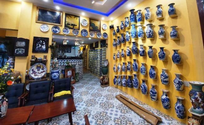 Độc đáo căn nhà được phủ kín bởi hàng nghìn món đồ cổ ở Việt Nam - 6