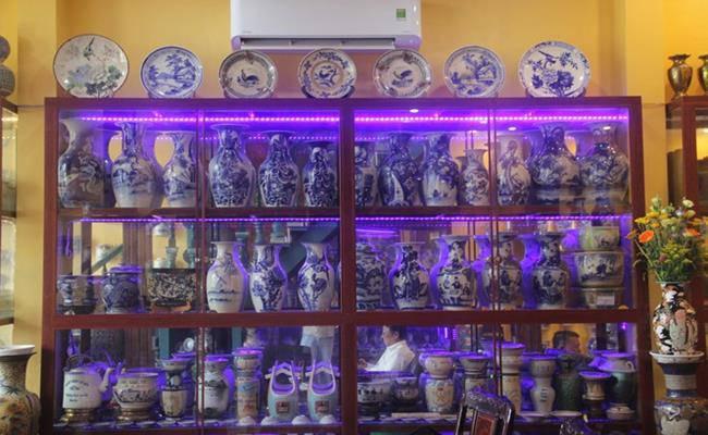 Độc đáo căn nhà được phủ kín bởi hàng nghìn món đồ cổ ở Việt Nam - 11