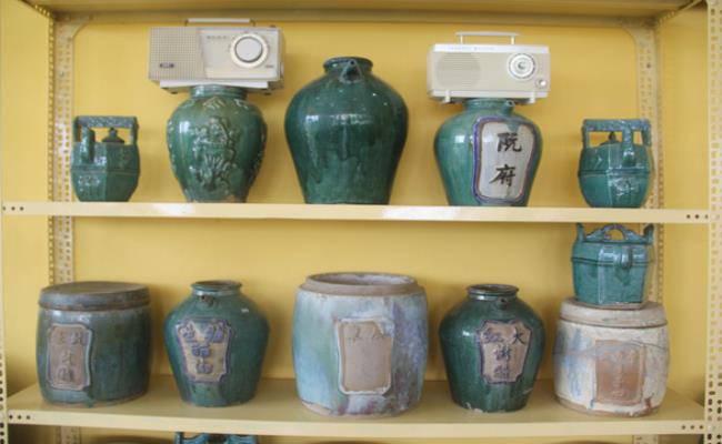Độc đáo căn nhà được phủ kín bởi hàng nghìn món đồ cổ ở Việt Nam - 16