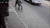 Tài xế xe ôm bị lái ô tô thẳng tay đấm túi bụi vì xích mích nhỏ