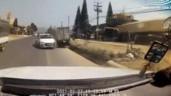 Ô tô con lấn làn tông đổ xe tải gây tai nạn hãi hùng