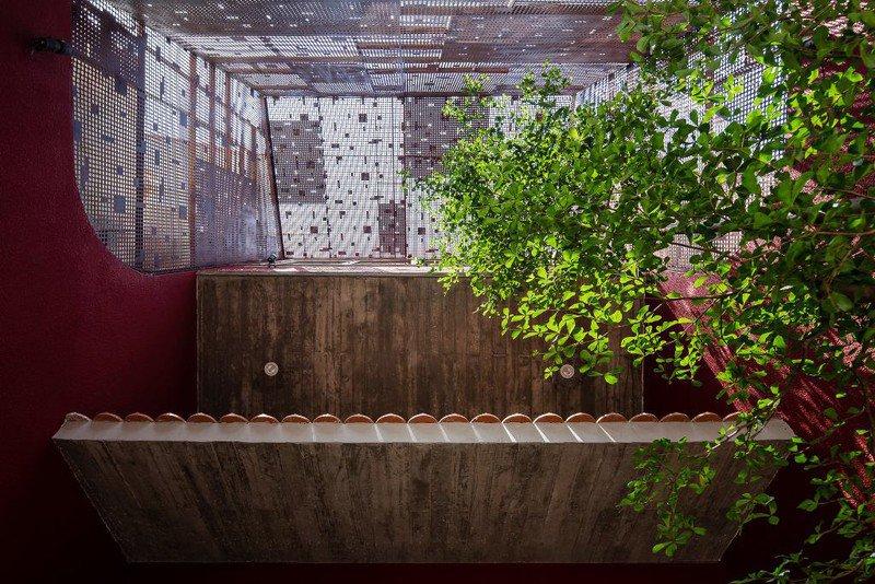 Ấn tượng với ngôi nhà có vườn rau trên mái dốc - 8