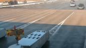 Vượt xe trước trạm thu phí, ôtô đâm vào rào chắn