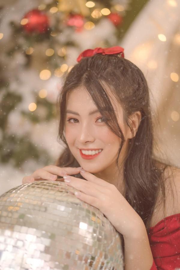 Nữ người mẫu Việt sở hữu nụ cười tươi sáng như ánh nắng làm bao con tim thổn thức - 4