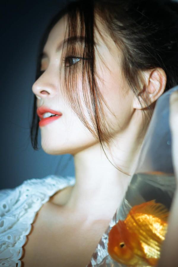 Nữ người mẫu Việt sở hữu nụ cười tươi sáng như ánh nắng làm bao con tim thổn thức - 6