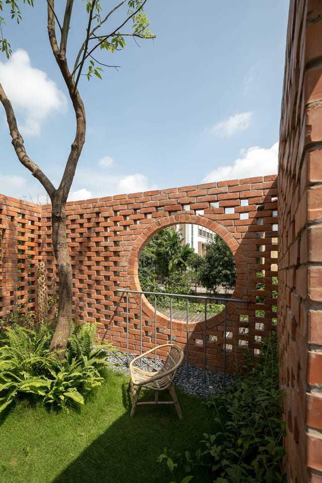 amp;#34;Thích mêamp;#34; căn nhà gạch mộc mạc, có vườn cây xanh mát giữa Hà Nội xô bồ - 6