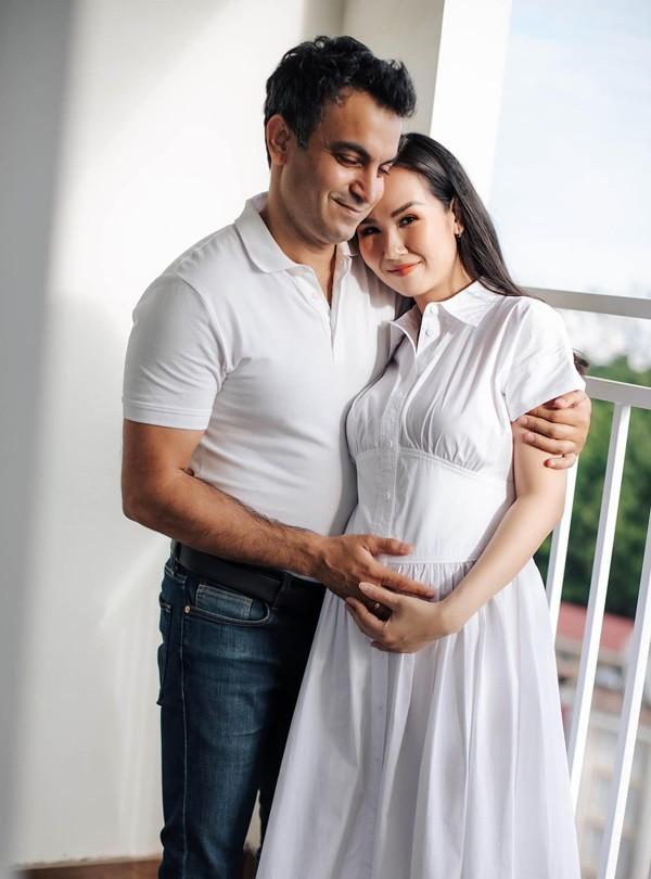Mang bầu với chồng Ấn Độ, Võ Hạ Trâm ăn chay trường, chăm chỉ tập gym - 1
