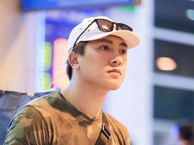 Trở về Việt Nam giữa đêm, Châu Khải Phong vẫn điển trai, bảnh bao ngời ngời giữa sân bay
